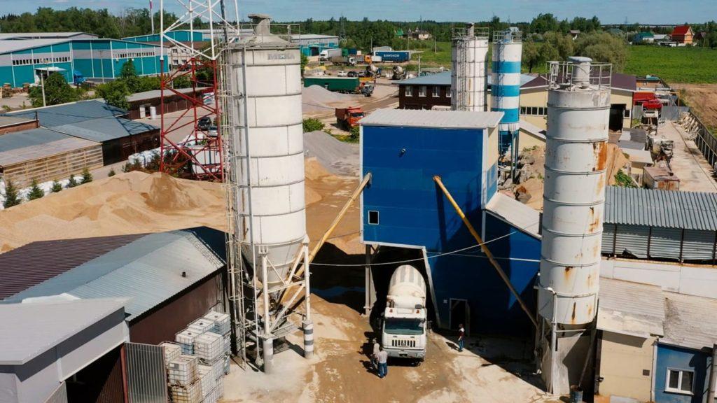 Вид на два бетоносмесительных узла ООО Оникс-Бетон